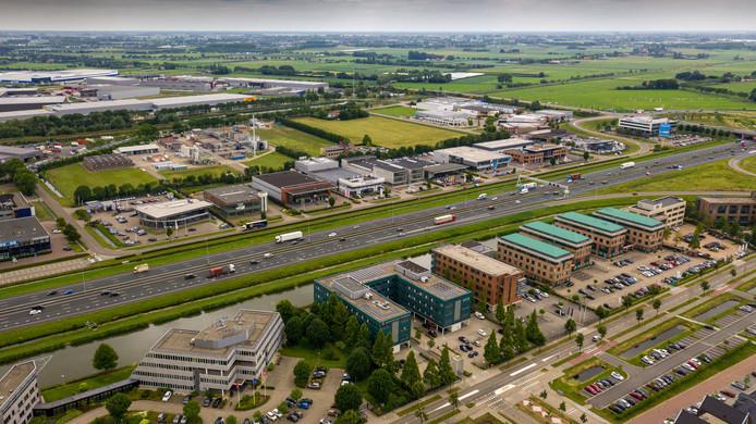 De gemeenten langs de A2, zoals Zaltbommel (foto), hebben goed gebruik gemaakt van hun gunstige ligging. De afgelopen decennia groeiden de bedrijventerreinen als kool.