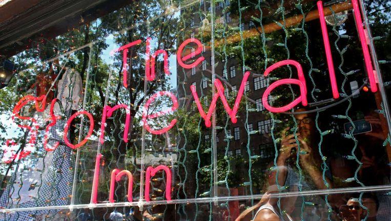 De bar Stonewall Inn, waar de rellen zich afspeelden, is nog steeds open in New York.