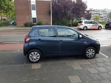 Politie zoekt eigenaar vernielde Peugeot aan de Noordewierweg