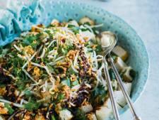 Wat Eten We Vandaag: Salade van gebakken tahoe en taugé in lichtpittige ketjapsaus