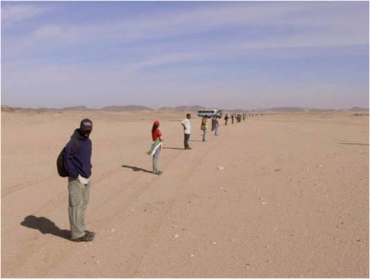 Studenten van de universiteit van Khartoum zoeken naar restanten van 2008 TC3