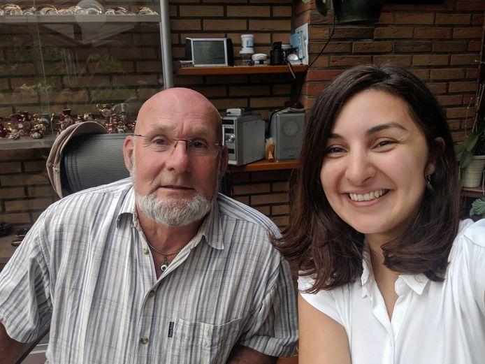 Egbert van Dijk en Mevan Babakar tijdens hun ontmoeting bij hem thuis.