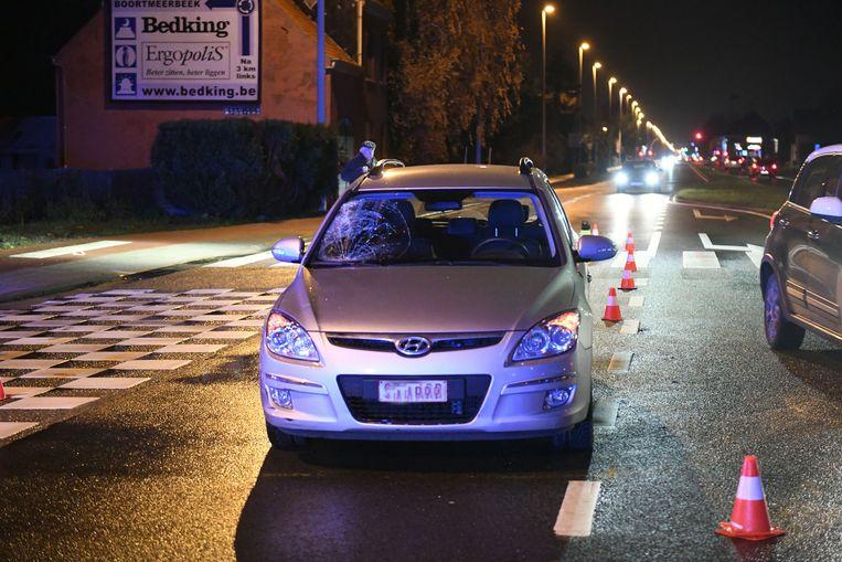 De bestuurster van de Hyundai had de 17-jarige jongeman niet gezien en reed hem aan.