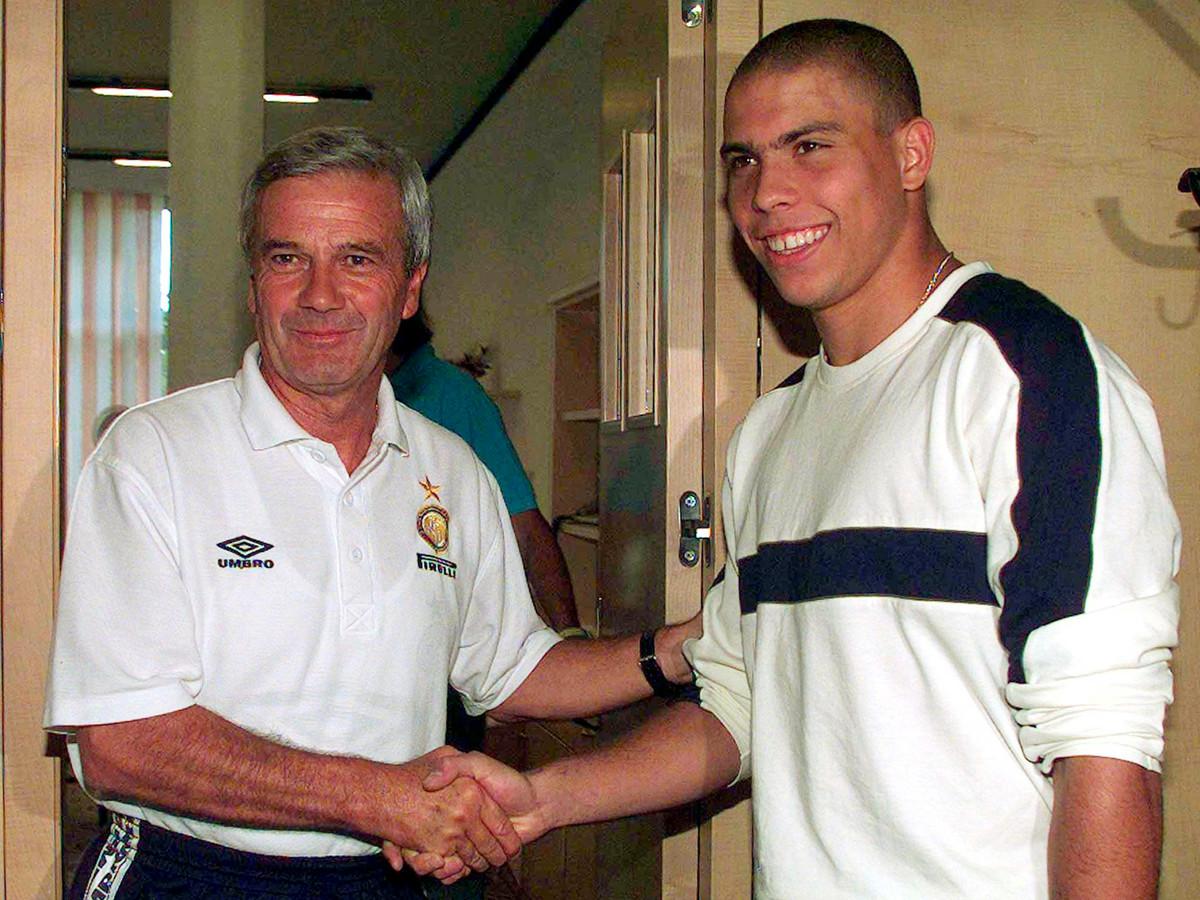 Luigi Simoni heet nieuwe aanwinst Ronaldo welkom bij Inter.