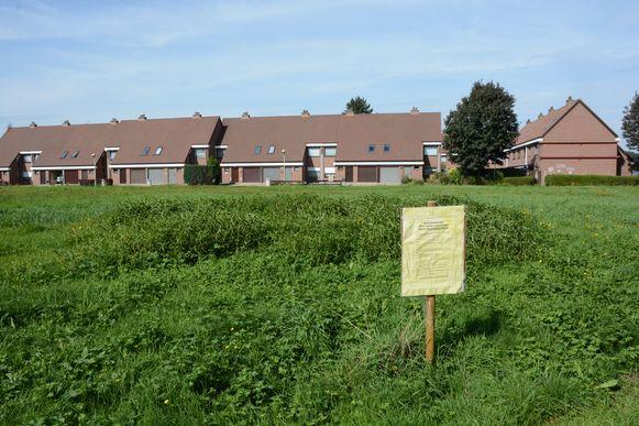 Het flatgebouw was gepland op een braakliggend perceel grond in de bestaande wijk Cauterhoek.