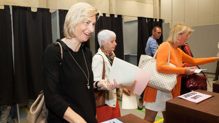 Vlaams minister van Mobiliteit en Openbare Werken Hilde Crevits (CD&V)gaat stemmen in De Mast.