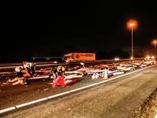 A16 bij Moerdijkbrug bezaaid met tapijten: omleiding richting Breda
