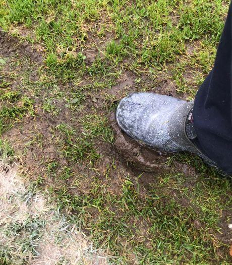 Voetbalclub Krayenhoff is boos: 'Modderveld' begin oktober al onbespeelbaar