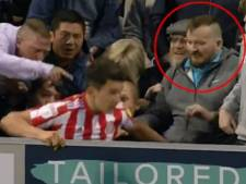 Un joueur de Sunderland agressé par un fan de Portsmouth en plein match