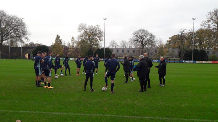 Voor een interlandweek stonden er behoorlijk wat spelers op het veld bij de training van Willem II.