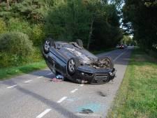 Auto slaat over de kop in Castelré, bestuurster naar ziekenhuis