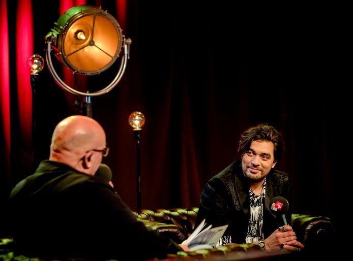AVROTROS gaat op zoek naar een nieuwe presentator voor het langlopende radioprogramma Muziekcafé op NPO Radio 2.