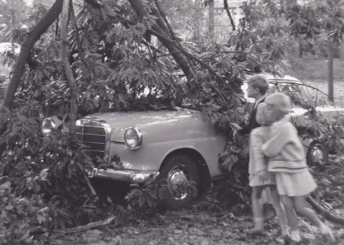 De storm van 13 augustus 1966 richt veel schade aan in met name Eibergen, Rekken, Beltrum en Groenlo.