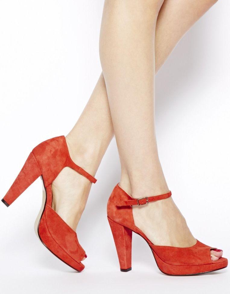 Deze peep-toes flatteren je voeten door enkel de teennagels te tonen.