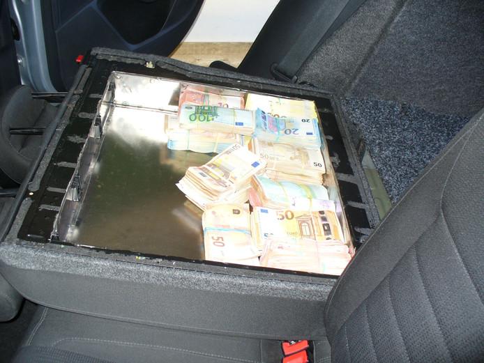 Osnabrücker Zöllner finden 309.000 Euro in den Rückenlehnen eines Autos