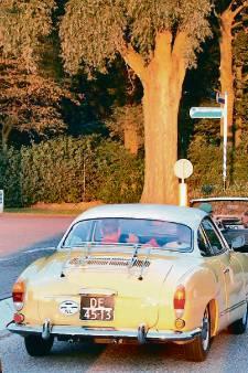 Ooggetuigen aso-trouwstoet: 'Onwerkelijk, ze hingen uit hun auto's op de snelweg'