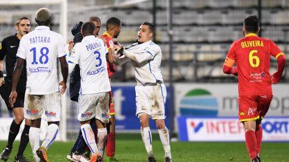 VIDEO: Hommeles bij Auxerre, twee ploegmaats gaan in volle wedstrijd met elkaar op de vuist