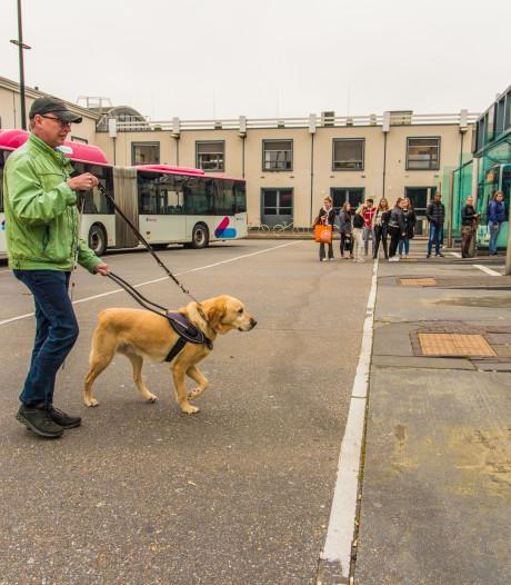 Nijmeegs busstation is een drama voor slechtziende John