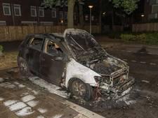 Brand verwoest auto aan Callandhof in Tilburg