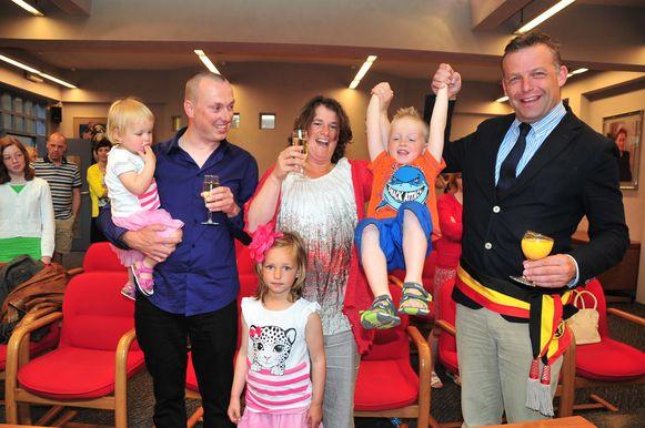 Barbara Hanssens en Peter Bruyneel op hun huwelijk in 2013 met de Bredense burgemeester Steve Vandenberghe