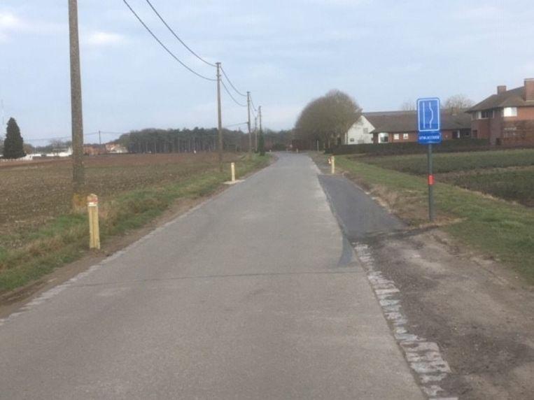 De gemeente Wingene vraagt weggebruikers om de uitwijkstroken in de Predikherenstraat goed te gebruiken