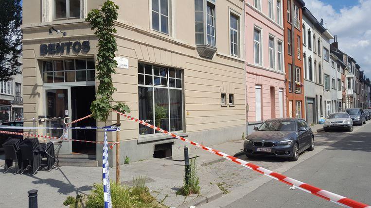 De daders braken in bij café Bentos om zo tot bij de juwelier te geraken.
