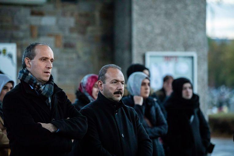 Ook burgemeester Wim Dries was aandachtig toehoorder op Reveil in Waterschei waaraan voor het eerst moslims en humanisten deelnemen.