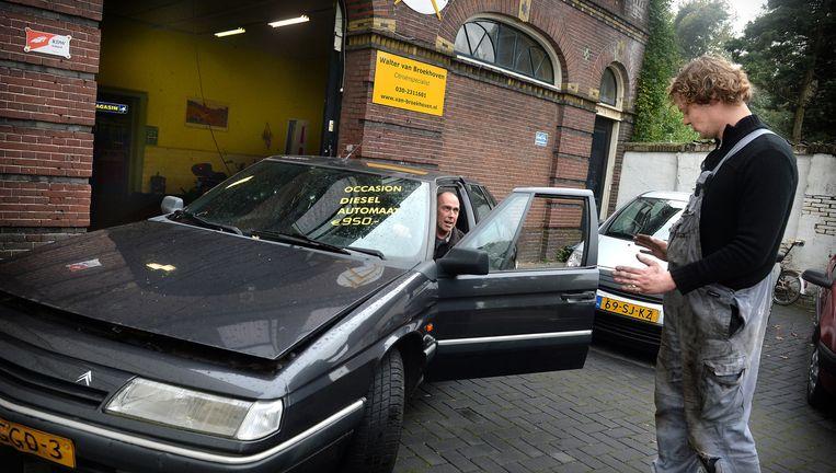 Volgens Utrecht en Milieudefensie scheelt het weren van oude, vervuilende dieselauto's uit het stadscentrum 30 procent roetuitstoot op jaarbasis. Beeld Marcel van den Bergh / de Volkskrant
