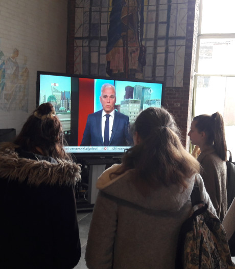 Leerlingen Utrechts Bonifatius College mogen niet naar buiten: broodjes en journaal kijken