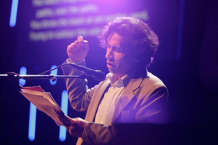 Kamran Mir Hazar op het Poetry-podium, 2010. Beeld Tineke de Lange