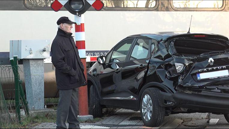 De bestuurder kon als bij wonder ongedeerd uit het wrak kruipen
