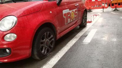 Bestuurder rijdt tegen geparkeerd voertuig en pleegt vluchtmisdrijf