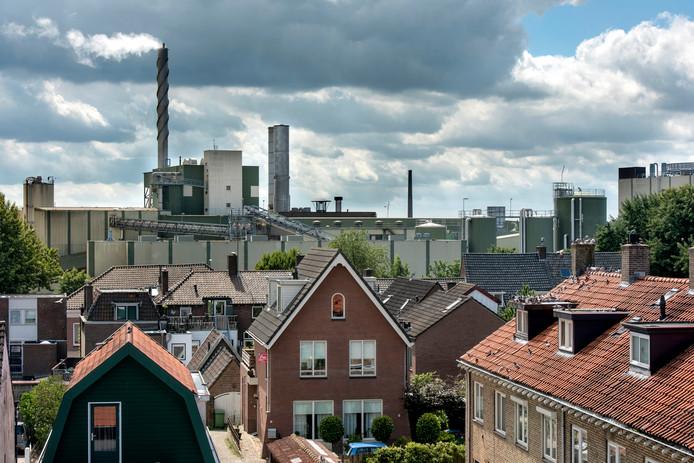 Omwonenden hebben meer klachten over stankoverlast sinds bij Parenco de tweede productielijn is omgebouwd voor kartonproductie.