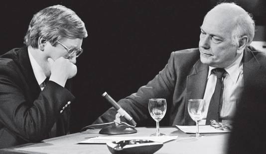 Hans Wiegel (l) was de eerste politicus die in het openbaar snikte. Het gebeurde tijdens een debat met Joop den Uyl.