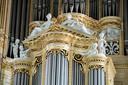 Nieuw bladgoud op het orgel in de Stevenskerk.