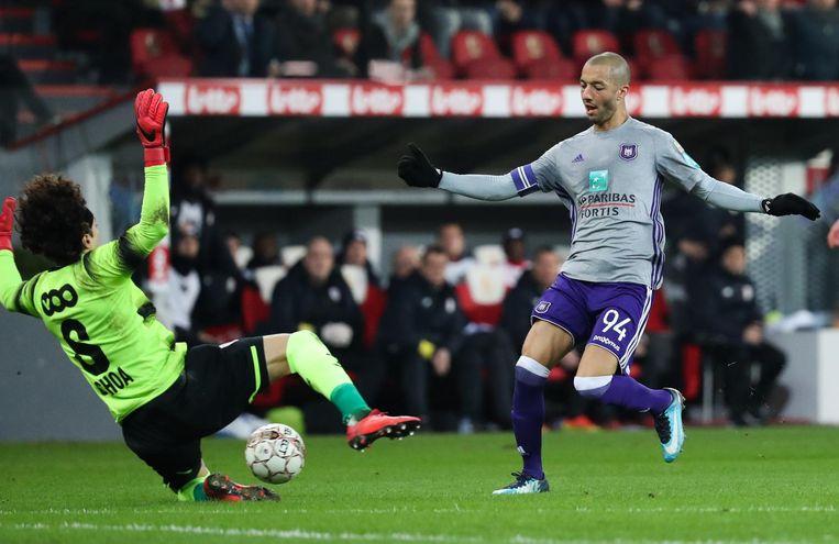 Bayat was onder meer betrokken bij de transfer van Sofiane Hanni van Anderlecht naar Spartak Moskou.