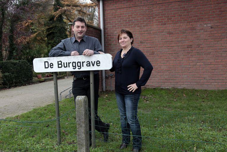 Peter Van Praag en zijn vrouw Nancy op een archiefbeeld aan het ontmoetingscentrum De Burggrave.