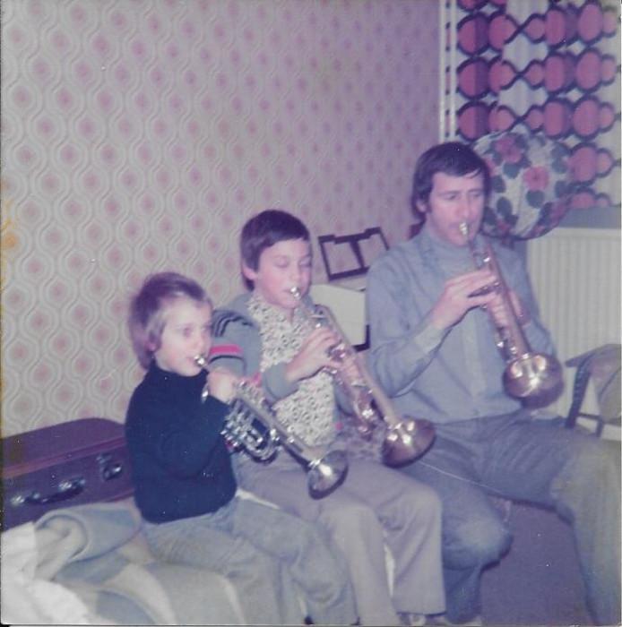 Vader Guus maakt muziek met zoons Guus en Jasper.