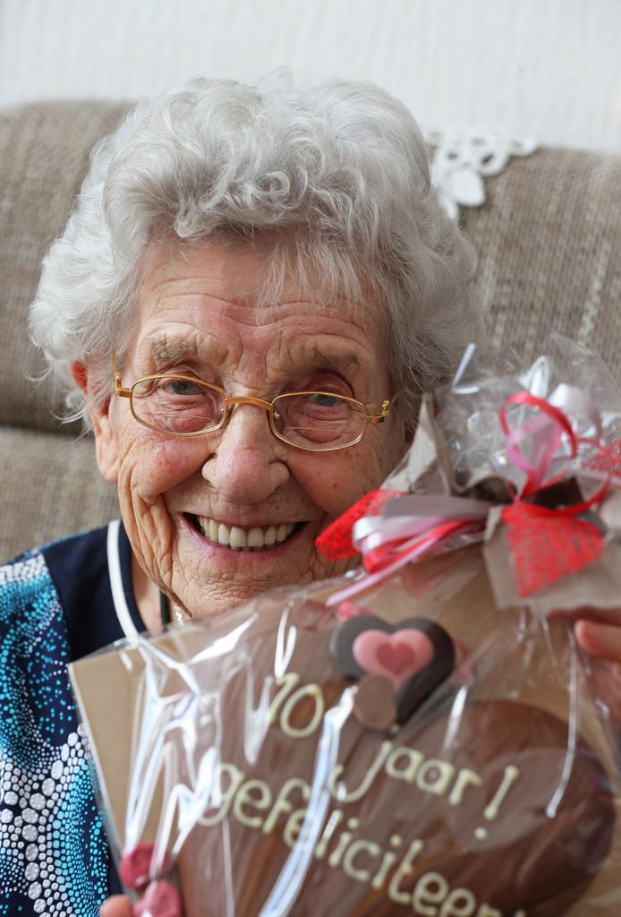 Truus van der Merwe-Monster is vandaag 102 jaar geworden.