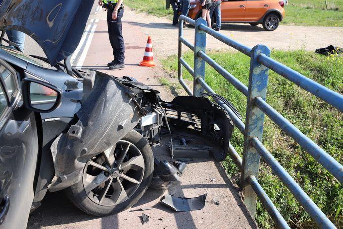 Schade aan een van de auto's in Buurmalsen.