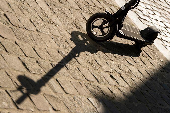 Selon une étude du CHU Saint-Pierre, la majorité (55%) des accidents impliquant une trottinette électrique se produisent en soirée, après 20 heures. De plus, les blessés ont souvent un ou plusieurs verres dans le nez.