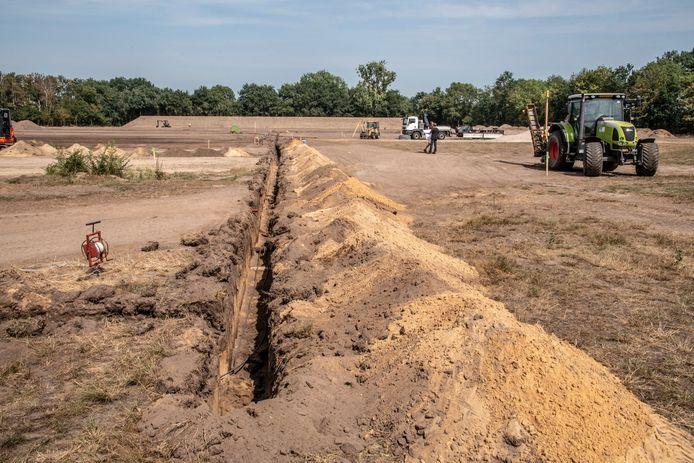 Zand, zand, zand. Maar binnenkort voetbalt hier de nieuwe voetbalclub van Grave, Escharen en Velp: EGS'20.