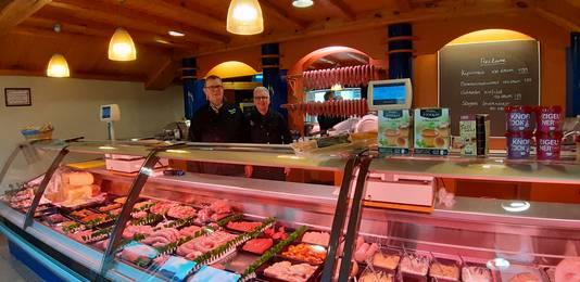 Toine en Marion Kats in hun slagerij in Lepelstraat. Ze hebben de winkel al meer dan veertig jaar.