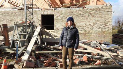 Gevel woning in aanbouw stort in voor ogen metselaars