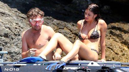 Leonardo DiCaprio (43) geniet van zon, zee, strand én Camila Morrone (21)