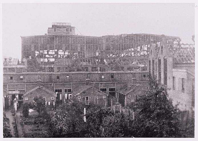 De LocHal van de NS-werkplaats in Tilburg nadat die in september door de Duitsers is vernield.