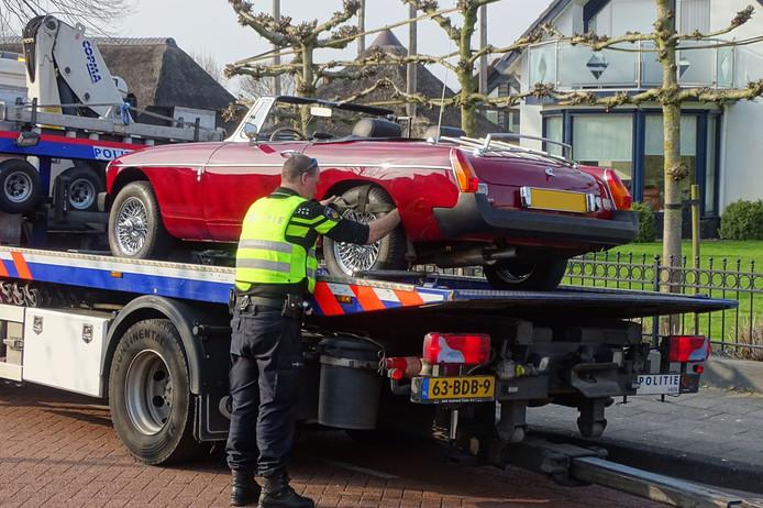 Eén van de auto's die in beslag is genomen in het onderzoek naar oplichting door Hollandsche Wind.
