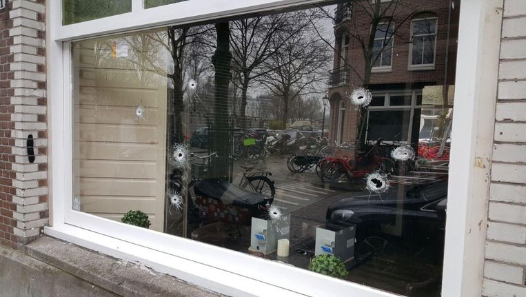 Op Café Zuid werden meerdere kogels afgevuurd, toen Omar E. lachgas inhaleerde Beeld -