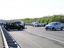 Verkeer loopt urenlang vast na ongeval op A58