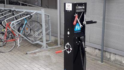 Fiets defect? Herstelzuilen langs fietssnelweg bieden de oplossing